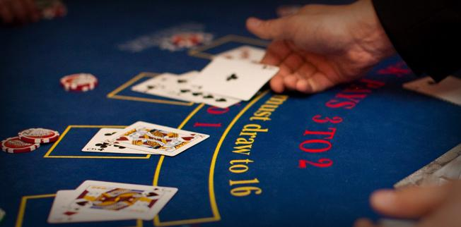 What rule does the dealer follow regarding hitting or not in blackjack?